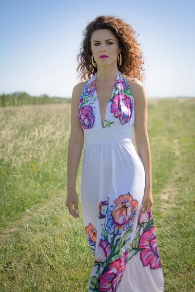 52f1f54c2e Felicja - biała suknia maxi w kwiaty